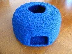 Capullo para gato, lana acrílica, crochet. Vista frontal. Se puede doblar y transformar en nido.