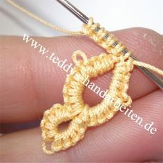 Needle tatting with a crochet hook (german)