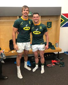 Another unreal shift put in by the boys tonight, a special group of mates working hard for each other week in and week out 🙏🏼🇿🇦… Rugby Players, Football Players, Rugby Wallpaper, South African Rugby, Low Fade Haircut, Rugby Men, Football Kits, Hot Hunks, Cute Boys