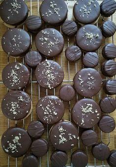 Szofika a konyhában...: Isler cukrász recept szerint Cookie Recipes, Dessert Recipes, Desserts, Hungarian Cake, Winter Food, Cake Cookies, Food To Make, Blueberry, Bakery