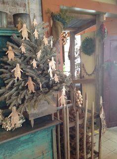 Primitive Christmas Decorating, Primitive Country Christmas, Prim Christmas, Christmas Gingerbread, Christmas Past, Retro Christmas, Simple Christmas, Christmas Crafts, Christmas Decorations