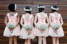 Look àra as daminhas com coroa de flores
