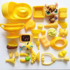 Littlest Pet Shop LOT YELLOW Bat Bird Trophy Hay Food Medical Toys ACCESSORIES  #Hasbro