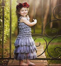 Ontem eu estava olhando alguns trabalhos fotográficos para books infantis e me encantei com a sensibilidade e delicadeza das fotos do perfil @theartofphotographystudio de uma moça da Flórida. Percebi que ela usa muitos elementos florais e assim os clicks de bebês recém-nascidos e lindas menininhas ficam ainda mais especiais.  Quem não gostaria de registrar suas bebezinhas assim não é?!  (Por @TiffanyStica mãe do Caio #aos8 e Vicente #aos3) #famíliastica #shiraishis #maecomfilhos #momlife…