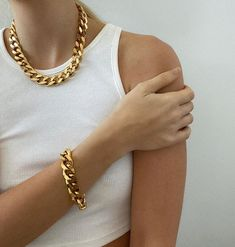 15 Cheap Summer Fashion Trends That Look So Chic Girls Jewelry, Cute Jewelry, Photo Jewelry, Jewelry Accessories, Fashion Jewelry, Women Jewelry, Jewelry Necklaces, Jewellery, Beaded Necklace