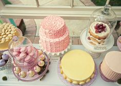 I want this pink ruffle cake and pretty cupcakes or my next big birthday!