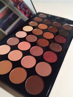 Recently I have become obsessed with eyeshadow palettes, I've been trying to branch out more with my eyeshadow and create different looks rather than what I usually go for. I came across the Makeup…