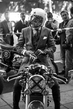 Sexy Motors and Lifestyle Estilo Cafe Racer, Cafe Racer Style, Bike Style, Moto Style, Motos Vintage, Vintage Motorcycles, Custom Motorcycles, Cafe Racer Casco, Cafe Racer Helmet