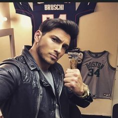 """1,403 mentions J'aime, 57 commentaires - Rob Scott Wilson (@robertscottwilson) sur Instagram: """"Back in my Salem Office👊 @nbcdays #DaysOfOurLives #WarReady #PatsNation #BostonVSeveryone ..Who's…"""""""