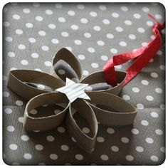 Christmas Decoration at no Cost | Toilet Paper Roll Star with a Red Ribbon | Via www.sweethings.net