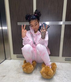 all this motherf*CkN corona got me Quarentine BraZy -future voice **🥴 [ Sweatsuit ]] Swag Outfits For Girls, Cute Swag Outfits, Cute Comfy Outfits, Chill Outfits, Dope Outfits, Fashion Outfits, Trendy Outfits, Fashion Tips, Black Girl Fashion