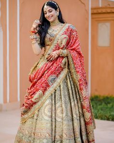 Indian Bridal Outfits, Indian Bridal Fashion, Indian Bridal Wear, Indian Designer Outfits, Indian Wear, Indian Gowns Dresses, Bridal Dresses, Lehenga Color Combinations, Wedding Lehenga Designs