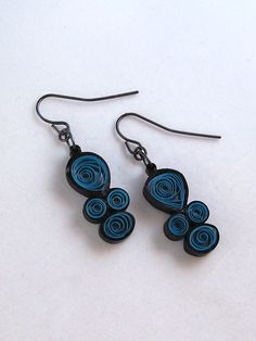 Quilling Paper Earrings in Teal and Black ♥ Paper Jewelry, Paper Beads, Diy Jewelry, Beaded Jewelry, Handmade Jewelry, Jewelry Design, Jewelry Making, Paper Quilling Earrings, Quilling Paper Craft
