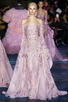 Desfile de moda de alta costura de Zuhair Murad na primavera de 2019 - gowns / Party dress - Zuhair Murad Haute Couture, Haute Couture Fashion, Haute Couture Gowns, Paris Mode, Vestidos Fashion, Fashion Dresses, Beautiful Gowns, Beautiful Outfits, Spring Couture