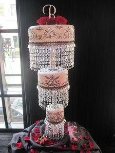 Similar concept of a chadelier  Chandelier Wedding Cake http://prettyweddingidea.com/