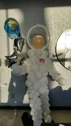 Out-of-this-world balloon designs–astronauts, planets and rocket ships!partyfiestade… - New Deko Sites Party Decoration, Balloon Decorations, Space Theme Decorations, Nasa Party, Deco Ballon, Astronaut Party, Outer Space Party, Galaxy Theme, Moon Party