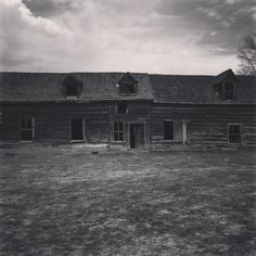 This old homestead is a piece of Kelowna and Okanagan history. I met Velma Sperling who grew up in this farmhouse. She's the mom of Ann Sperling of @sperlingvineyards and wineries in the Mendoza Region Argentina and the Niagara Region in Ontario. #canadianhistory