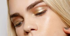 How To Apply Eyeshadow: From Choosing The Right Formula To Where Exactly It Should Go Lots Of Makeup, Makeup Tips, Eye Makeup, Blending Eyeshadow, How To Apply Eyeshadow, Mascara, Eyeliner, Eyelashes How To Apply, Learn Makeup