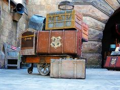 Harry Potter's luggage... I want this. For real I would never use anything else ever again.