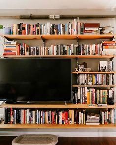 Bookshelves with tv, small bookshelf, bookshelves in living room, living . Bookshelves With Tv, Bookshelves In Living Room, My Living Room, Home And Living, Living Room Decor, Living Spaces, Small Bookshelf, Bookcases, Shelves Around Tv