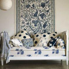Salon - Living room - Bleu et blanc - Blue and white - Lit de jour - Daybed - Les Indiennes textiles