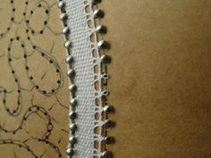 Finizione a Pippiolini - Video Beaded Lace, Crochet Lace, Bobbin Lacemaking, Bobbin Lace Patterns, Lace Heart, Lace Jewelry, Tatting Lace, Needle Lace, Lace Making