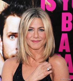 Carré lisse et dégradé pour Jennifer Aniston.