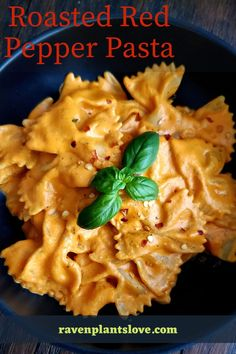 Roasted Red Pepper Pasta, Roasted Red Peppers, Vegetarian Recipes, Healthy Recipes, Easy Recipes, Vegan Roast, World Recipes, Vegan Dinners, Vegan Life