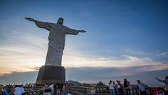 """No ano dos Jogos Olímpicos e Paralímpicos, o Brasil registrou recorde na entrada de turistas estrangeiros. Números apurados pelo Ministério do Turismo revelam que 6,6 milhões de visitantes internacionais entraram no país em 2016, um aumento de 4,8% em relação a 2015. No total, eles injetaram US$ 6,2 bilhões na economia nacional, o equivalente a mais de R$ 21 bilhões. O montante é 6,2% maior que os US$ 5,84 bilhões gastos em 2015. """"Os números são extremamente positivos. Se comparados com o…"""