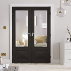 The Knightsbridge Black Primed Doors feature a modern glass design that will complement both traditional and more contemporary interiors. Ready to be treated and coloured in any style of your choice.
