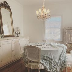 Shabby Chic Dining Room, Shabby Chic Decor, Dining Rooms, Shabby Cottage, Dream Decor, Family Room, Goodies, Routine, Sunshine