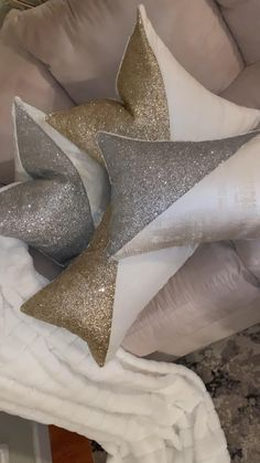 Luxury Interior Design, Modern Interior, Diy Projects Arts And Crafts, Winter Home Decor, Holiday Decor, Home Decor Shops, Own Home, Decorative Pillows, I Shop