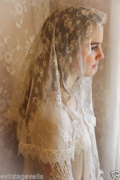Evintage-Veils-Our-Lady-Vintage-Lace-Chapel-Veil-Mantilla-Traditional-D-Shape