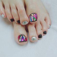 Pin on uñas Pretty Pedicures, Pretty Toe Nails, Feet Nail Design, Toe Nail Designs, Pedicure Nail Art, Toe Nail Art, Bling Nails, My Nails, Nagel Bling