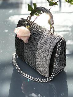 Diy Crochet Bag, Crochet Bag Tutorials, Crochet Yarn, Crochet Handbags, Crochet Purses, Bag Pattern Free, Diy Handbag, Crochet Stitches Patterns, Knitted Bags