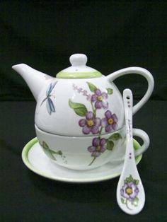 Tea For One  Taza Tetera Plato Y Cucharita De Porcelana - $ 560,00