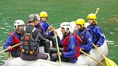 Dengarkan semua arahan yang diberikan oleh pemandu rafting demi kenyamanan dan keselamatan kamu. Via http://lagipergi.com