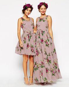 Dos diseños, uno corto y otro largo, para damas de honor de una boda