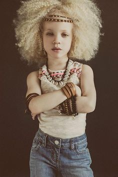 Meet Ava Clark, the beautiful and little albino black girl! Modelo Albino, Black Girl Magic, Black Girls, Pretty People, Beautiful People, Albino Girl, Albino Model, My Black Is Beautiful, Jolie Photo
