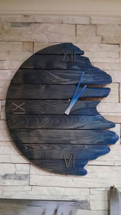exceptional wall clock außergewöhnliche Wanduhr-Designs unusual wall clock designs This title summarizes wall clocks in different styles and designs. Wall clocks in metal, wood, modern and elegant style wi … house decoration - Diy Clock, Clock Decor, Diy Wall Decor, Diy Home Decor, Room Decor, Diy Wall Clocks, Clock Ideas, Clock Art, Wall Clock Design
