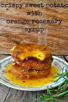 Who says healthy cannot be absolutely delicious? This crispy sweet potato with orange and rosemary syrup will prove healthy can also be tasty! Kenya Food, Crispy Sweet Potato, Vegetarian Recipes, Cooking Recipes, Exotic Food, Orange Recipes, Vegetable Side Dishes, No Cook Meals, Food For Thought