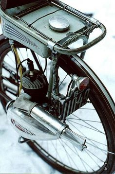 Victoria M38 Vicky Rear | Flickr - Photo Sharing! Velo Vintage, Vintage Cycles, Vintage Bikes, Vintage Motorcycles, Bicycle Engine, Motorcycle Engine, Motorcycle Design, Moped Motor, E Bike Kit