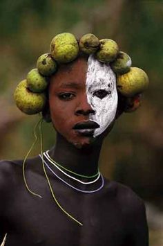 Tribal Adornment, Omo Valley, Ethiopia [Photo by Hans Silvester] -xo- - Art African Tribes, African Art, Population Du Monde, 3d Foto, Tribal People, Jolie Photo, African Culture, African Beauty, Interesting Faces