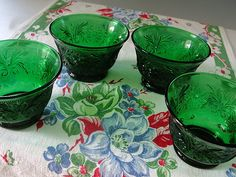 Forest Green Custard Cups Bowls Sandwich Glass Anchor Hocking Set of 4 . 1950, 1960s. .