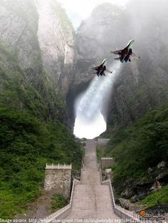 Travelogue of An Armchair Traveller: Gateway to Heaven - Tianmen Cave, China