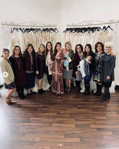 Carlin and her dress shopping crew ❤️❤️ Tori Bates, Katie Bates, Whitney Bates, Carlin Bates, Katie Jackson, Bates Family Blog, Wedding Dress Shopping, Wedding Dresses, Duggar Wedding