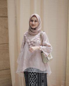"""38.8rb Suka, 385 Komentar - Dwi Handayani Syah Putri (@dwihandaanda) di Instagram: """"Alhamdulillah for everything ya Allah❤️❤️❤️ . Baju kondangan kemarin minggu yang cantik dari…"""""""