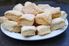Aujourd'hui on s'évade du côté de la Corse avec ces délicieux petits biscuits à tremper dans le thé. Il existe plusieurs versions des canistrelli: ceux à l'anis et ceux au vin blanc sont les plus classiques. Ingrédients pour une trentaine de biscuits...