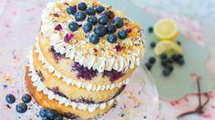 Nude Cake de limón y arándanos -  Receta - María Lunarillos   tienda & blog Drip Cakes, Deli, Cupcakes, Blueberry, Bakery, Berries, Cheesecake, Deserts, Food And Drink