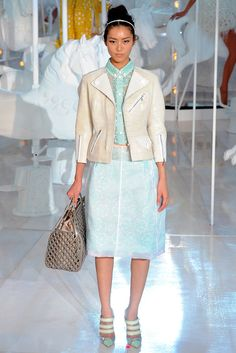 Louis Vuitton Spring 2012 Ready-to-Wear - Collection - Gallery - Style.com
